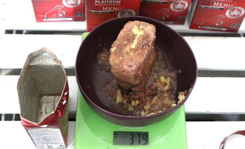 Der Nettoinhalt beim PLATINUM Futter übertrifft sogar die Angaben auf der Verpackung.