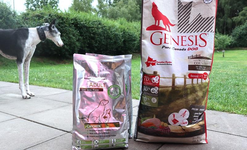 Wir testen GENESIS und PLATINUM Trockenfutter für erwachsene und alte Hunde.